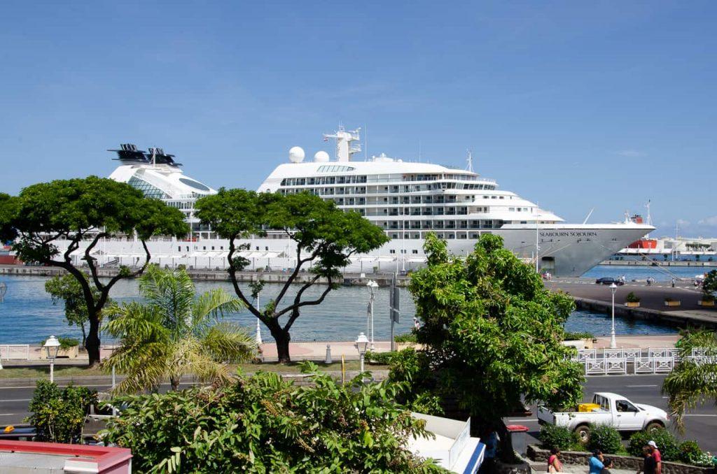6 star Cruises - Intinate Destinations